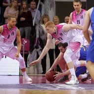 Tadas Klimavicius, Aaron White, Andrej Mangold / Telekom Baskets Bonn vs. Kenneth Frease / Basketball L
