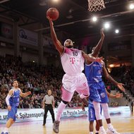 Eugene Lawrence / Telekom Baskets Bonn vs. Keaton Grant / Basketball L