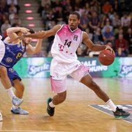 Langston Hall / Telekom Baskets Bonn vs. Basketball L