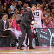 Trainer Mathias Fischer / Telekom Baskets Bonn gestikuliert vs. Eisb