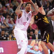 Julian Gamble / Telekom Baskets Bonn vs. Walter Tigers T