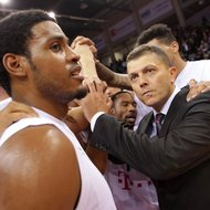Trainer Predrag Krunic, Ryan Thompson / Telekom Baskets Bonn nach Sieg vs. Walter Tigers T