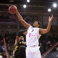 Ryan Thompson / Telekom Baskets Bonn vs. Barry Stewart / Walter Tigers T