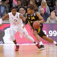 Yorman Polas Bartolo / Telekom Baskets Bonn vs. Barry Stewart / Walter Tigers T