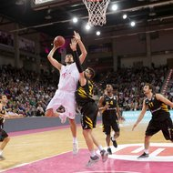 Filip Barovic / Telekom Baskets Bonn vs. Walter Tigers T