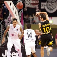 Julian Gamble, Josh Mayo / Telekom Baskets Bonn vs. Jared Jordan / Walter Tigers T