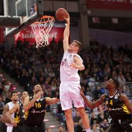 Johannes Richter / Telekom Baskets Bonn vs. Walter Tigers T