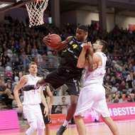 Filip Barovic / Telekom Baskets Bonn vs. Julian Washburn / Walter Tigers T