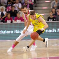 Bojan Subotic / Telekom Baskets Bonn vs. Joe Rahon / Basketball L