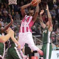 Charles Jackson / Telekom Baskets Bonn vs. Julian Gamble Nanterre 92 , Basketball Champions League BCLFoto: J