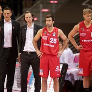 Telekom Baskets Bonn vs. Co-Trainer Steven Wriedt, Trainer Ingo Freyer, Jared Jordan, Benjamin Lischka / Gie