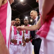Trainer Chris O'Shea mit Team Telekom Baskets Bonn vs. Gie