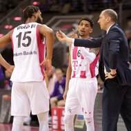 Trainer Chris O'Shea, Olivier Hanlan, James Webb III / Telekom Baskets Bonn vs. BG G