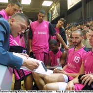 Trainer Coach Predrag Krunic/Telekom Baskets Bonn , mit Team in der Auszeit , 20021004 , Copyright: wolterfoto.de